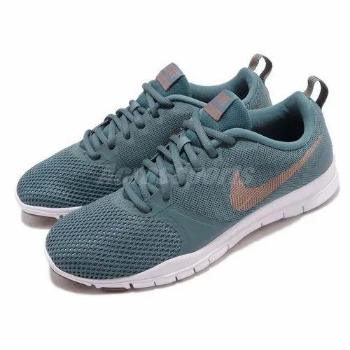 pretty nice 47d88 b3875 Nike Women  s Flex 7 Cross Training Shoe