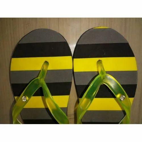 822d790247bb Santro Ladies Trendy Flip Flop