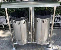 Swing Type 80 L Standing Stainless Steel Dustbin, Material Grade: Ss202