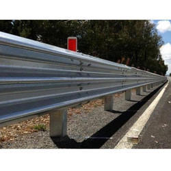 Single Thrie Beam Barrier