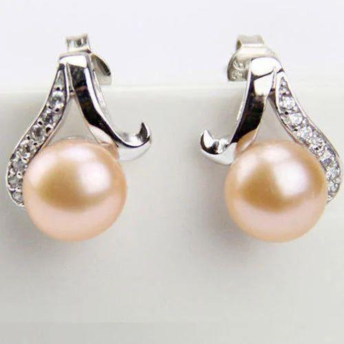 Pearls Earring