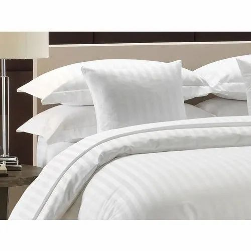 White Striped Hotel Quilt Cover Size 90 X 100 Inch Rs 650