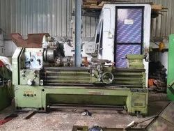 Used & Old Victor Lathe Machine Between Center 1500