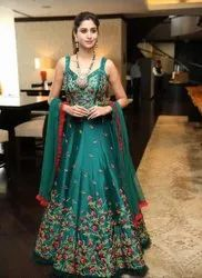 Tapeta Silk Embroidered Gown