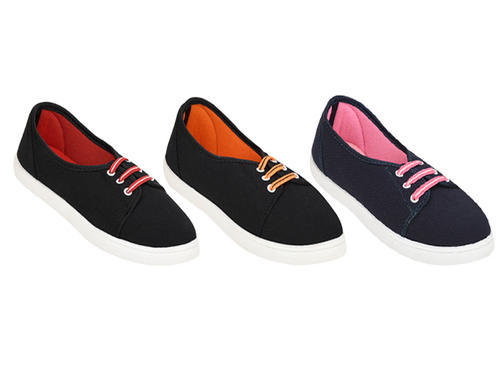 HILUX Girls Slip On Shoes, Size: 4-5