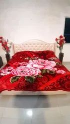 Double Bed Star red blankets