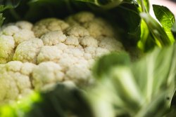 A Grade White and Yellow Cauliflower, Piece, Packaging: Plastic Bag or Polythene Bag