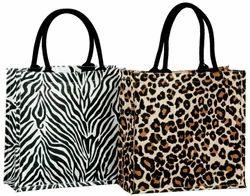 时尚的黄麻购物袋