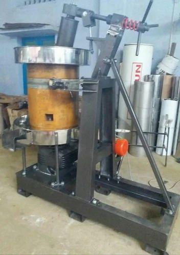 Semi Automatic 0 5 Vagai Mara Chekku Machine For Coconut