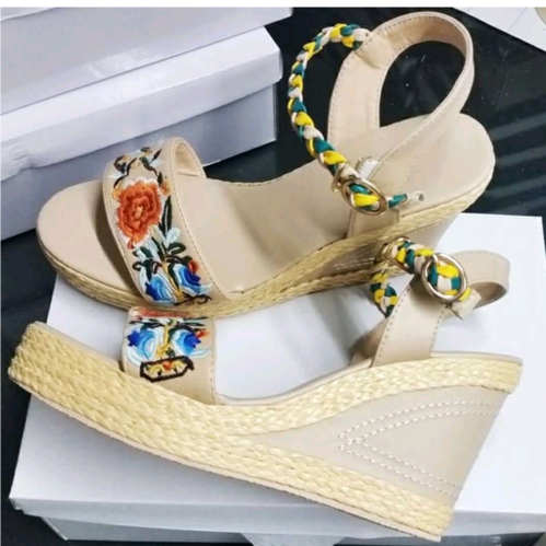Latest design women footwear at Rs 500
