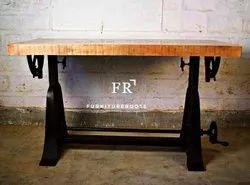 Hotel & Resort Pub & Bar Table