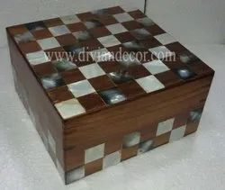 Bonny Mother of Pearl and Wooden Trinket Box