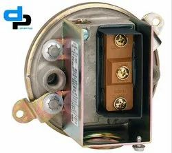 Dwyer Series 1900-00 Compact Low Differential Pressure switch Range 0.07-0.15 WC