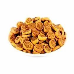 Gurukrupa Foods Khatta Meetha Bhakarwadi Namkeen, Packaging Size: 10 Kg