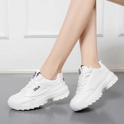 all white tennis shoes women