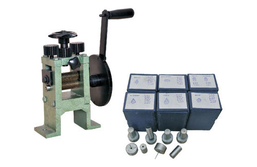 Manual Single Roller Chakupara Rolling Machine