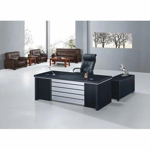 Wooden Rectangular Executive Office Table, Size (Feet): 2