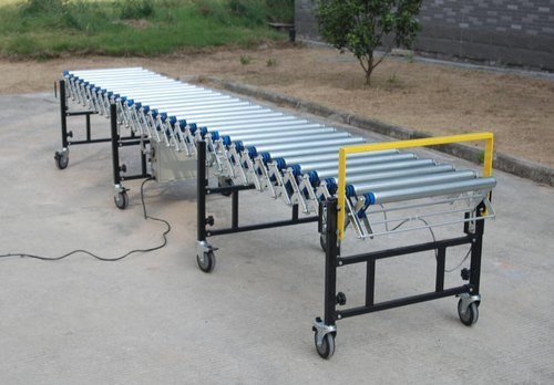 Flexible powered roller conveyor