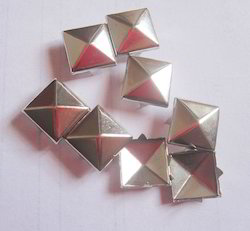 Metal Pyramid Stud