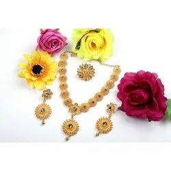 Golden Party Wear Ladies Necklace Set, 1 Necklace,Set Of 1 Earring