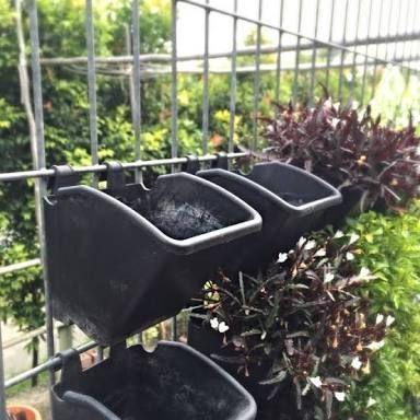 Black Vertical Garden Hanging Pots
