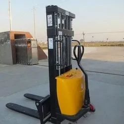 Powerful High Quality Hydraulic Battery Stacker