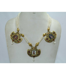 Polki And Wax Inside Gold Necklace