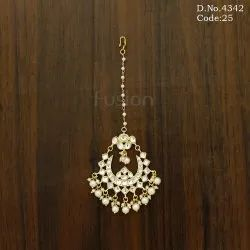 Traditional Pearl Kundan Wedding Maang Tikka