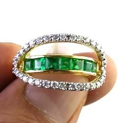 18 k Emerald Diamond Ring