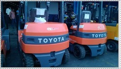 Battery Forklift Rental Service