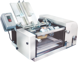 Riddhi Ms And Ss Semi Automatic Wet Glue Labeling Machine, Capacity: 5 To 40 Container / Minute., Model: RDLM