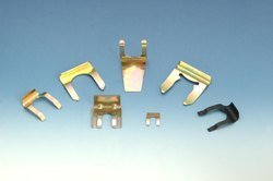 LOCKING CLIPS FOR AUTOMOTIVE LOCKS