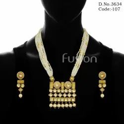 Female Golden Traditional Kundan Pendant Set