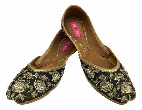 06a113306361 ... Footwear   Juttis   Punjabi Jutties. Women Punjabi Jutti