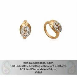 妇女派对钻石戒指