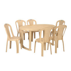 Round Grand Plastic Dining Set