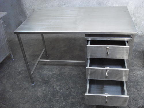 Ss Rectangular Work Table With Cabinet For Restaurant Hotel