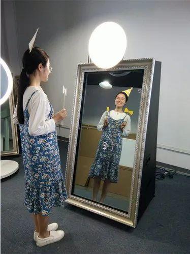 Retro Magic Mirror Booth
