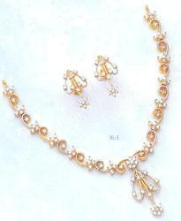 Gold And Diamond Necklace Set