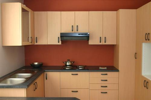 Two Color Combination of L Shaped Plywood Modular Kitchen ...