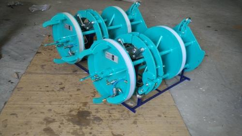 DSS Pipe Clamp With Purging Arrangement Hydraulic Internal