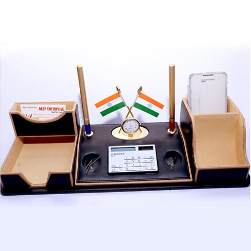 Acrylic Pen Stand At Rs 3000 Piece Aminabad Lucknow Id