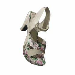 Girls Casual Heel Footwear, Size: 7-11