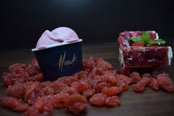 Strawberry Ice Cream, Packaging Type: Box