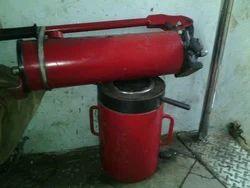 Hydraulic Jacks With Pump, Capacity: 41-100 Ton