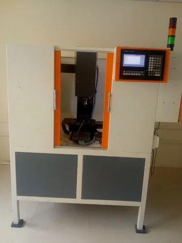 Small Cnc Mill >> Cnc Milling Machine स एनस म ल ग मश न At Rs 390000
