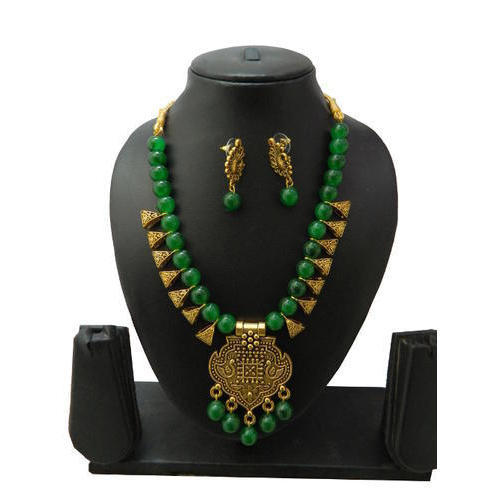 369faec6b2ad7 Green Glass Bead Pendant Necklace With Earring
