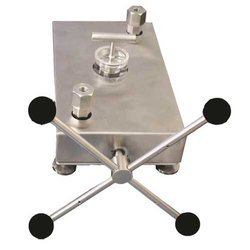 CP-700 Pressure Comparator Pump