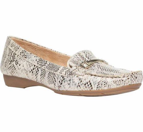 904fdf7479a3 Naturalizer Beige Shoes For Women - Bata India Ltd.