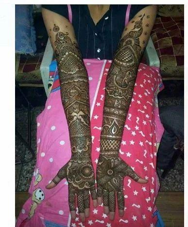 Mehndi Artist And Celebrity Mehndi Service Provider Anuj Mehndi